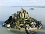 Какое аббатство стоит на скале?
