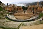 Где появился первый театр?