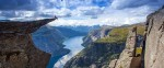 Какая страна знаменита своими фьордами?